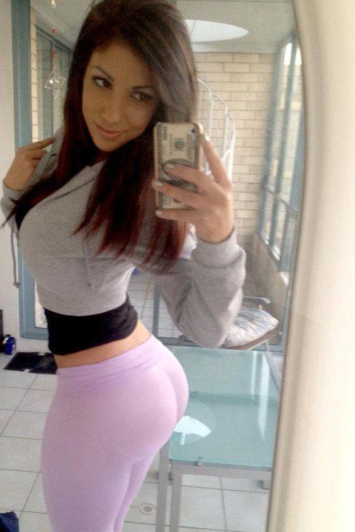 Hot girls in yoga pants pics